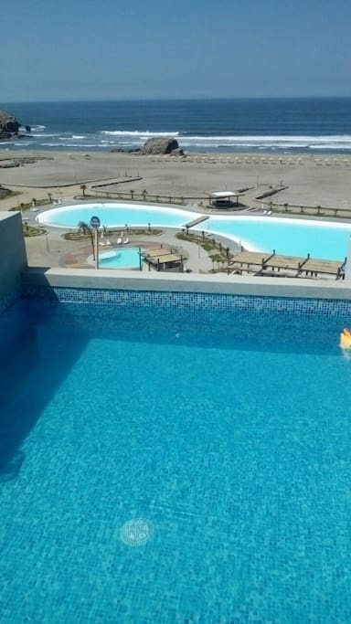 Choose your own refreshing pool or the Club´s sea wáter one or fresh wáter for children