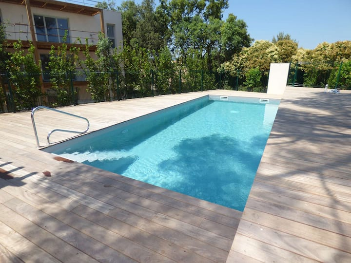 Modern, swimming pool, private parking, 3 bedrooms