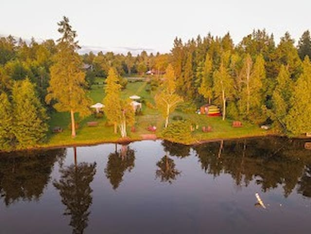 Hand-crafted 2 BR Cabin with Canoes, Kayaks, Beach