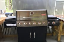 A propane 6 burner grill to cook your favorite barbecue foods.