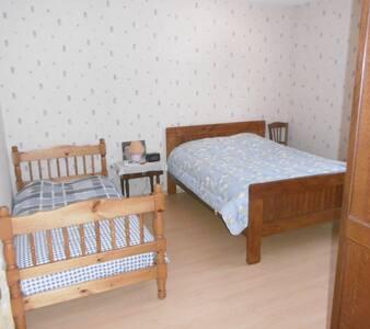 Deux jolies chambres dans grande maison de village - Saugnac-et-Cambran - Domek gościnny