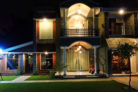 Fully Loaded Contemporary Villa in Lush Green Area - Villa