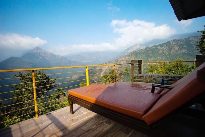 2BR Villa w/ All Meals+Mountain View @Nainital