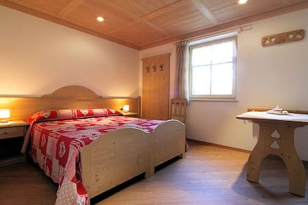 Double room in country style - Cavalese - Bed & Breakfast