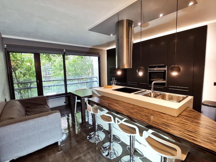 Vesetas two-bedroom design apartment with Parking
