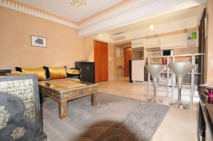 Salon, autre vue - Living-room, other angle