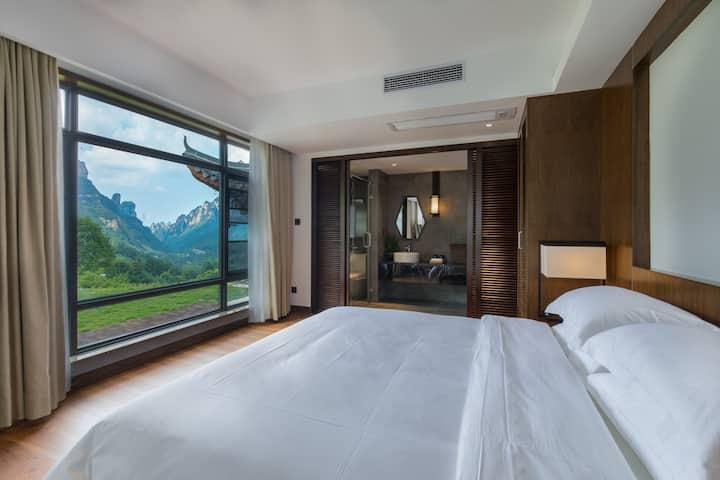 清悟观景大床房(免费接机)  躺在床上欣赏绝世奇峰山景