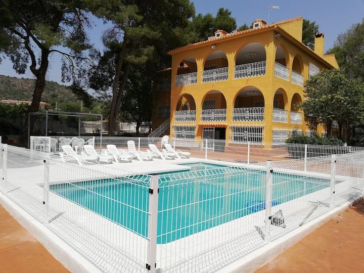 Espectacular villa 9 hab, 4 baños, piscina privada