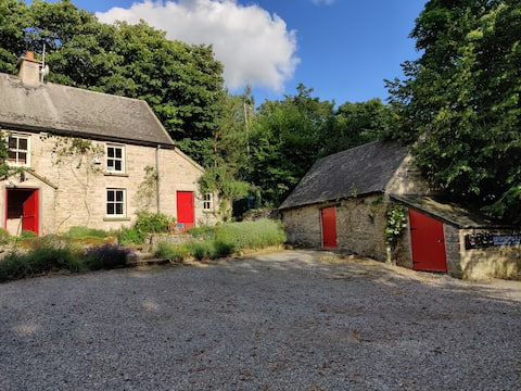 150 year old cottage with detached double room.