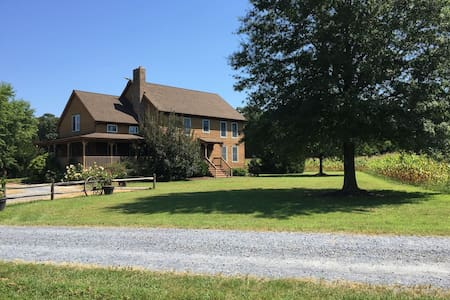 Farmhouse Retreat-rural-must see! - Bridgeville