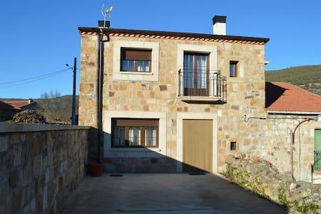 Casa Rural La Laguna - Hinojosa de la Sierra - Hus