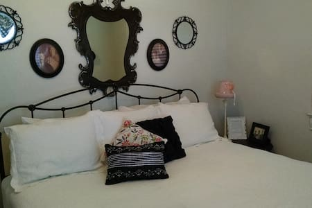 Sandstone Street Bed and Breakfast - Llano