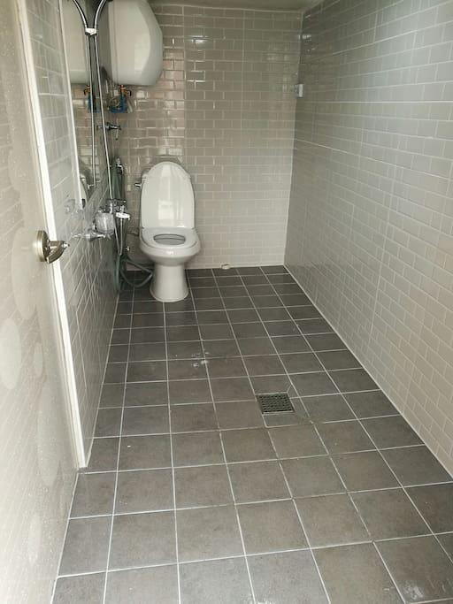 별도 화장실입니다 Separated bathroom