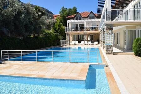 Beautiful spacious 3 Bed Apartment, Ovacik, Turkey