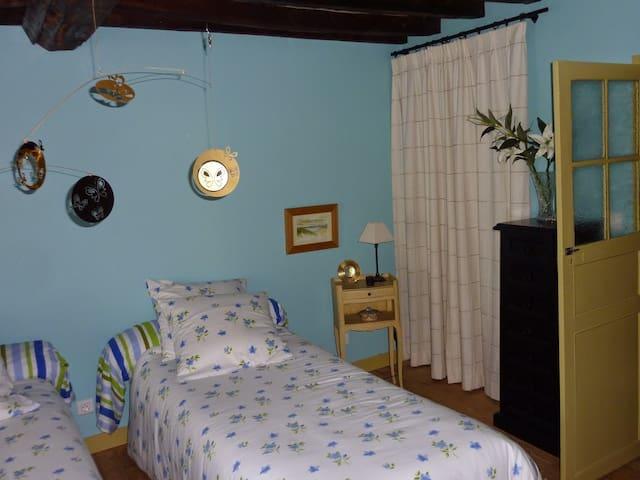 Chambre dans une ancienne auberge - La Forêt-Auvray - 단독주택