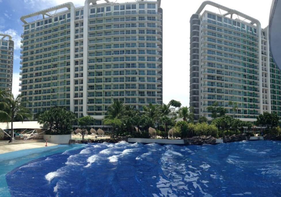 Azure Wave Pool