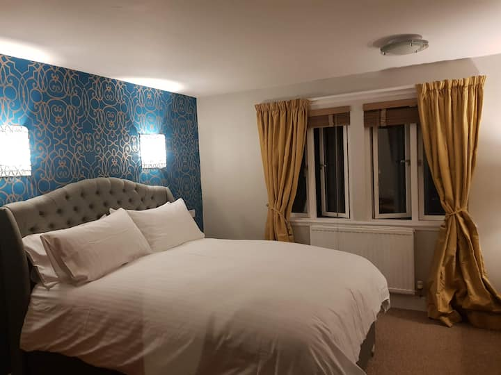 Room 10 - Achray House Hotel