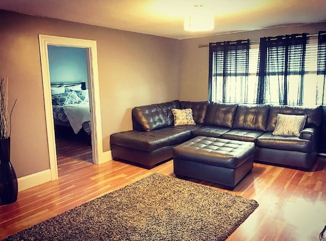 Sun drenched top fl 2 bd room condo
