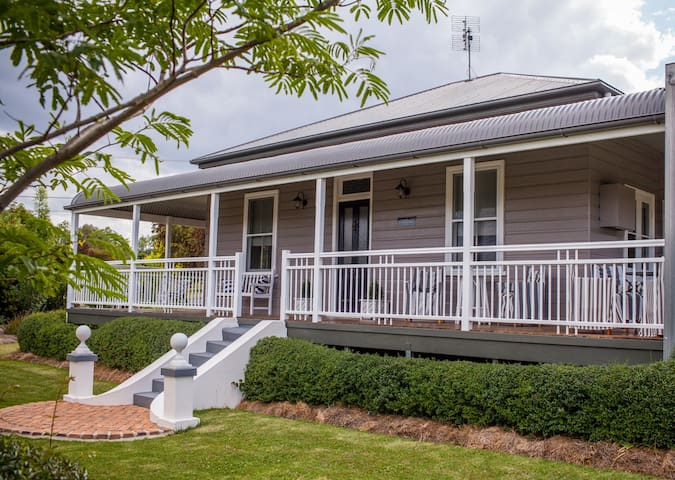 Annie's Folly Boutique Accommodation Tenterfield - Tenterfield - House