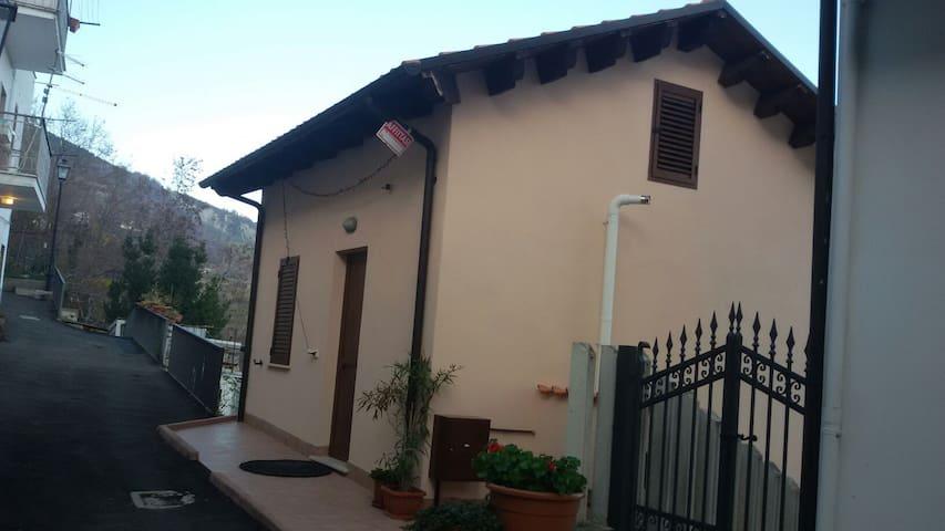 Casina rosa Villa Celiera (PE) - Villa Celiera - House