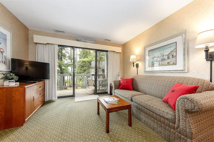☀ Snug Lake View Condo @ The Shores