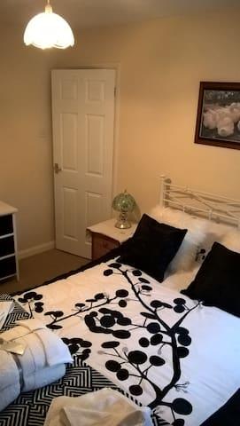 Comfortable double room. - Hundon - Bungalou
