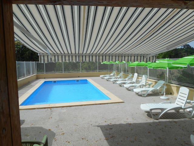Belle demeure, piscine privée