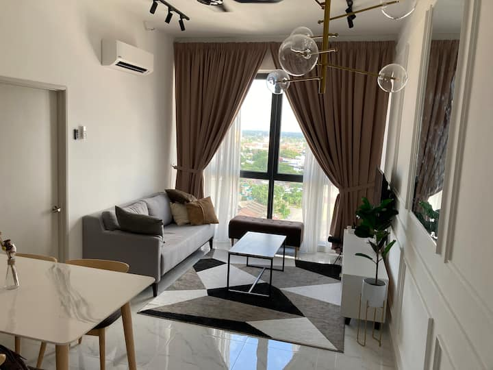 ZAs Suite. A stay with the tallest view in KB.