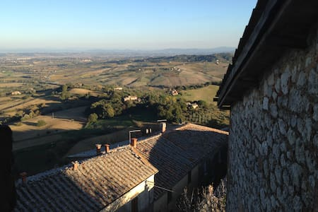 Luxury house in the Castle with incomparable View - Montefollonico