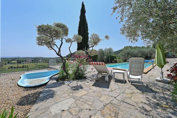 Maison de charme, vue superbe, piscine chauffée