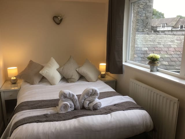 En-suite bedroom and lounge - Windermere - Dom