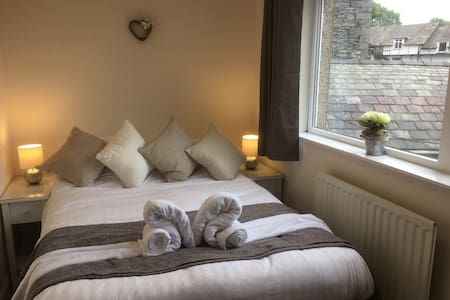 En-suite bedroom and lounge - Windermere