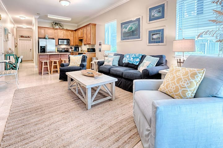 Luxurious 3 Bed Condo at the BEACH!! Community Pool!!