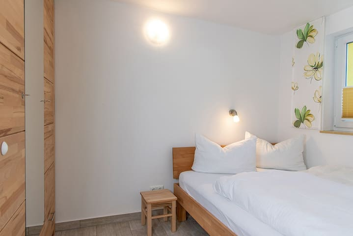 Bungis - Ferienhäuser am Grimnitzsee (Joachimstal), Haus 28 Seeseite 40 qm, Wohn-/Esszi. mit Pantryküche, 2 Schlafzi., DU/WC, Terrasse