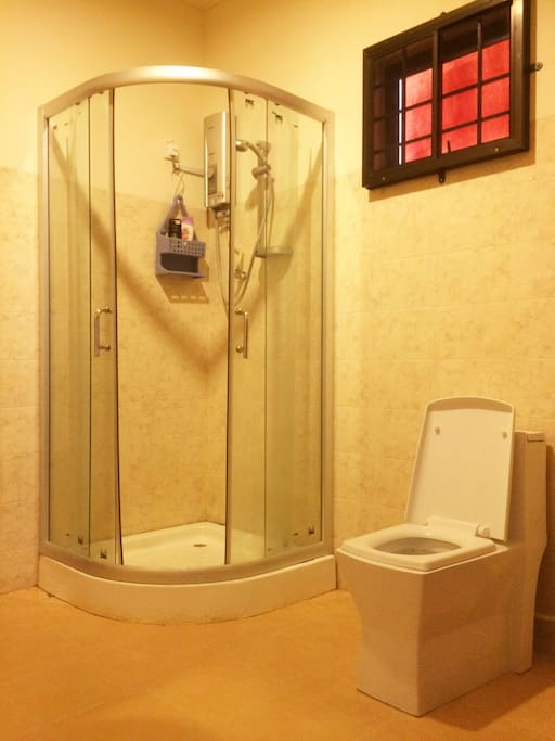 Shared Ensuite Bathroom with high pressure hot shower