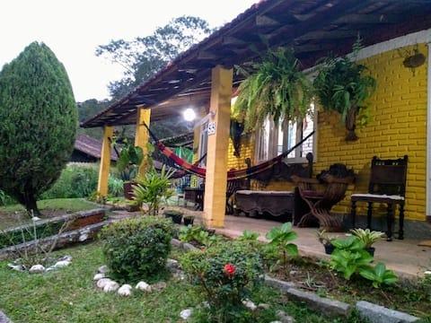 Casa Amarela Terê ❤ jardim, lareira, wi fi