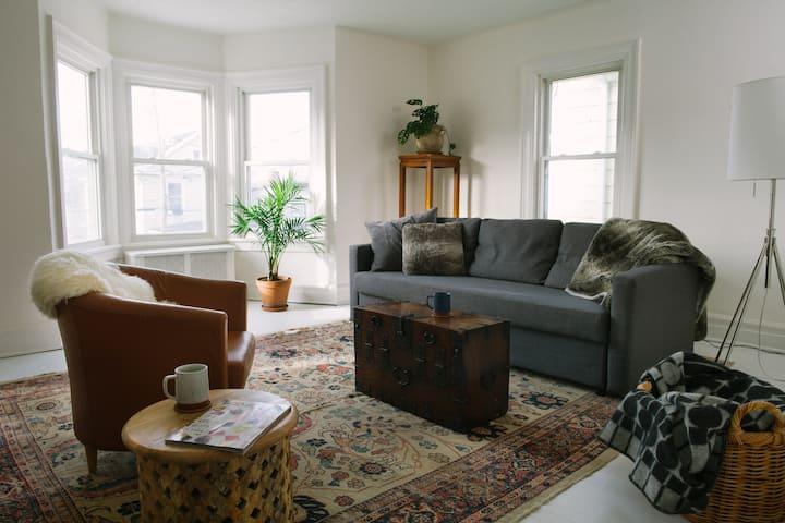 4BR Family Getaway House in Hudson Proper