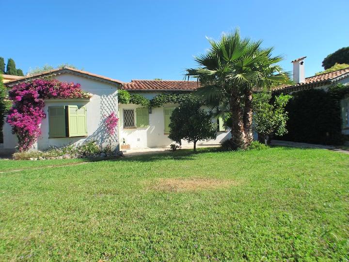 Villa familiale Cap d'Antibes grand jardin piscine
