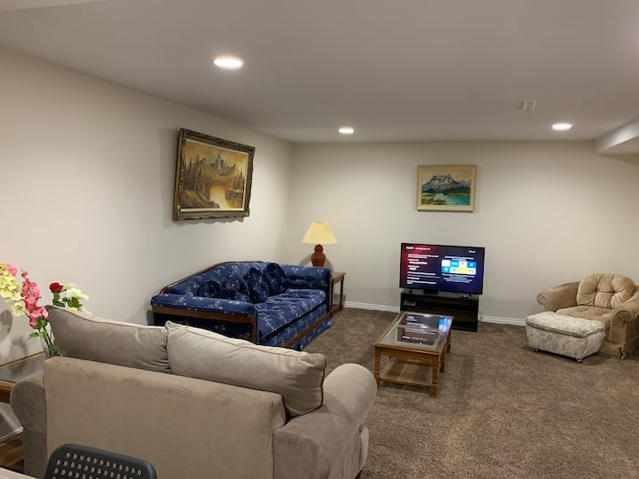 Large & Private Basement Suite, 2 bedrooms