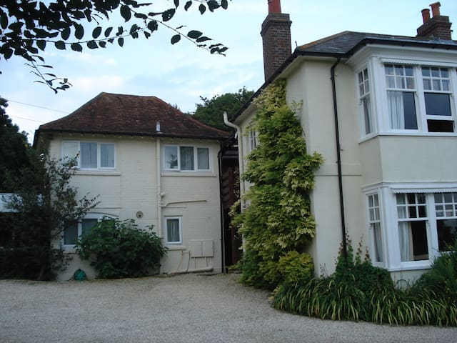 Self catering sleeps 4 - pets allowed, 2 bathrooms