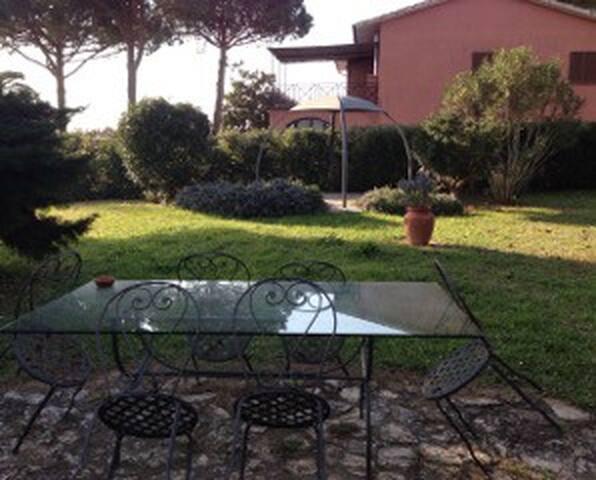 Appartamento indipendente in villa con giardino - Orbetello Scalo - Wohnung