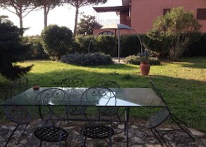 Appartamento indipendente in villa con giardino - Orbetello Scalo
