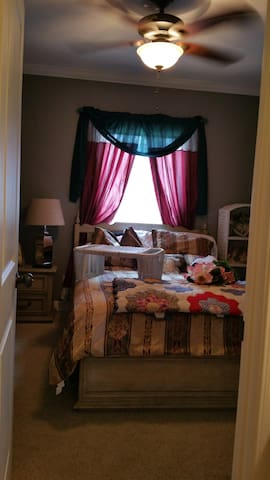 Beautiful Loving Home desirable neighborhood - Alexandria - Hus