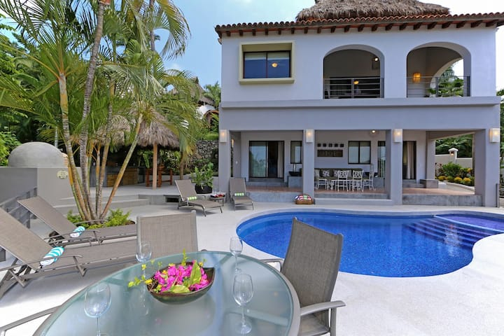 Private home close to beach, surf and town center