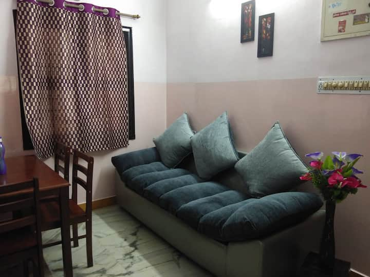 Cozy 1.5bhk furnished near alwarpet & Apolla hosp