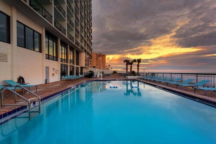 Pool Open! Oceanfront Unit for 4 Guests! Breakfast