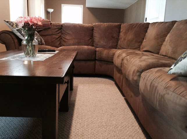 Private Basement with Cozy Bedroom in Cranbrook - Cranbrook - Hus
