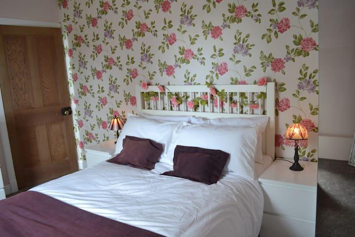Ellwyn - Back bedroom