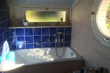 Salle de bain: tout pour se détendre dans un écrin de lumière et de silence!