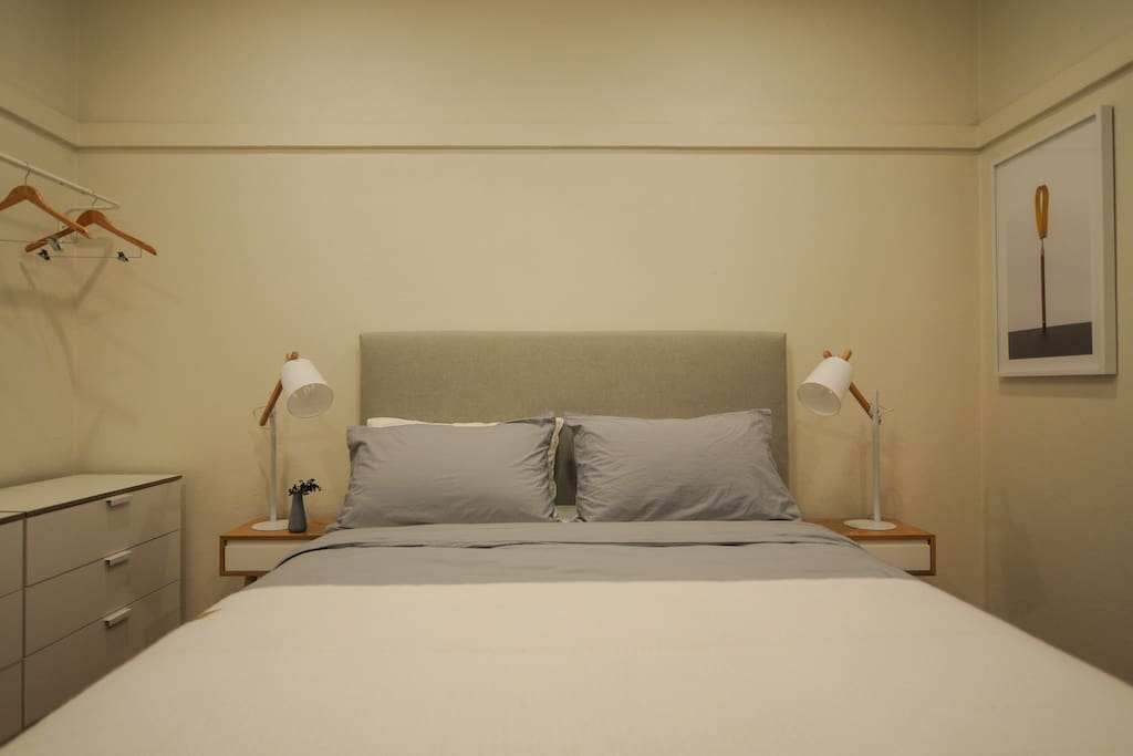 Hotel style queen mattress and linen in Master bedroom